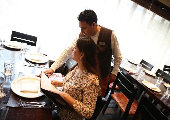 http://www.miraflores.gob.pe/Gestorw3b/files/img/8818-16627-carta-braille--de-restaurante-la-panchita--5.jpg