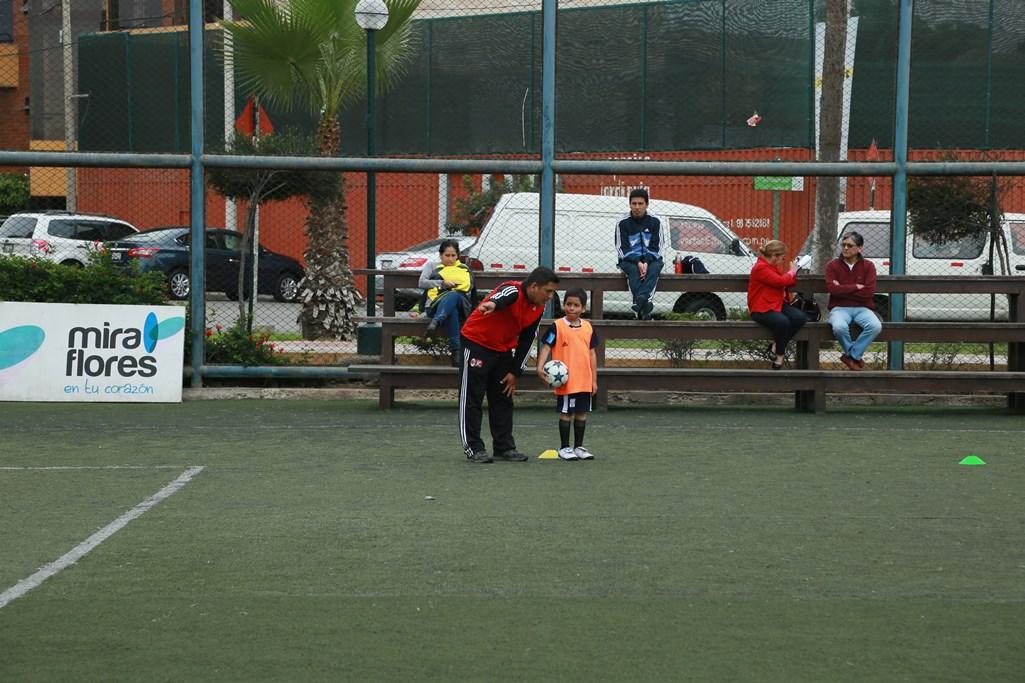 http://www.miraflores.gob.pe/Gestorw3b/files/img/9171-18549-club-ac-milan-3.jpg