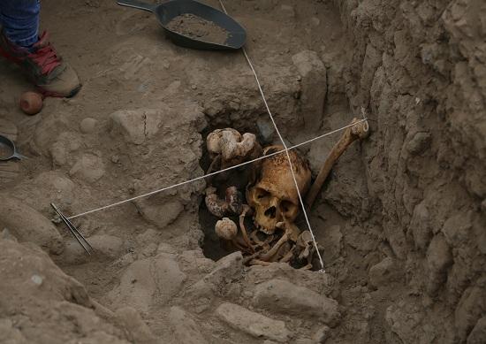 http://www.miraflores.gob.pe/Gestorw3b/files/img/9210-18923-hallan-restos-humanos-de-la-cultura-ychsma-en-huaca-pucllana-1.jpg