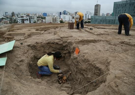 http://www.miraflores.gob.pe/Gestorw3b/files/img/9210-18924-hallan-restos-humanos-de-la-cultura-ychsma-en-huaca-pucllana-2.jpg