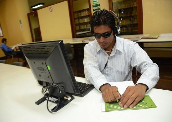http://www.miraflores.gob.pe/Gestorw3b/files/img/9222-19051-2-personas-con-discapacidad-visual-cuentan-con-lectura-en-braille-en-biblioteca-municipal..jpg