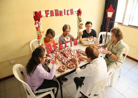 http://www.miraflores.gob.pe/Gestorw3b/files/img/9251-19218-programa-de-voluntariado-fabrica-de-afectos-en-el-centro-comunal-santa-cruz--3.jpg