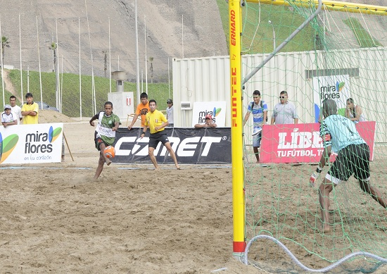 http://www.miraflores.gob.pe/Gestorw3b/files/img/9347-19785-futbol-en-la-playa.jpg