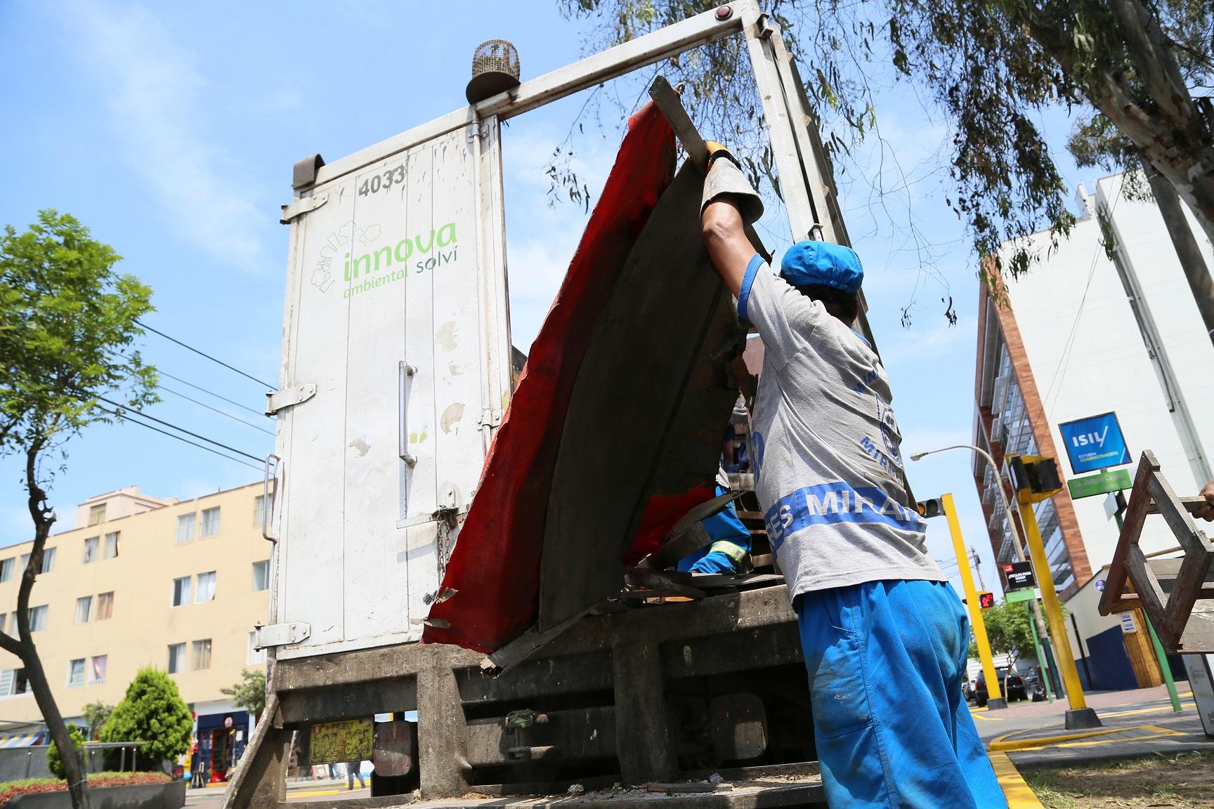 http://www.miraflores.gob.pe/Gestorw3b/files/img/9376-19931-40-trabajadores-ejecutan-esta-labor-de-limpieza.jpg
