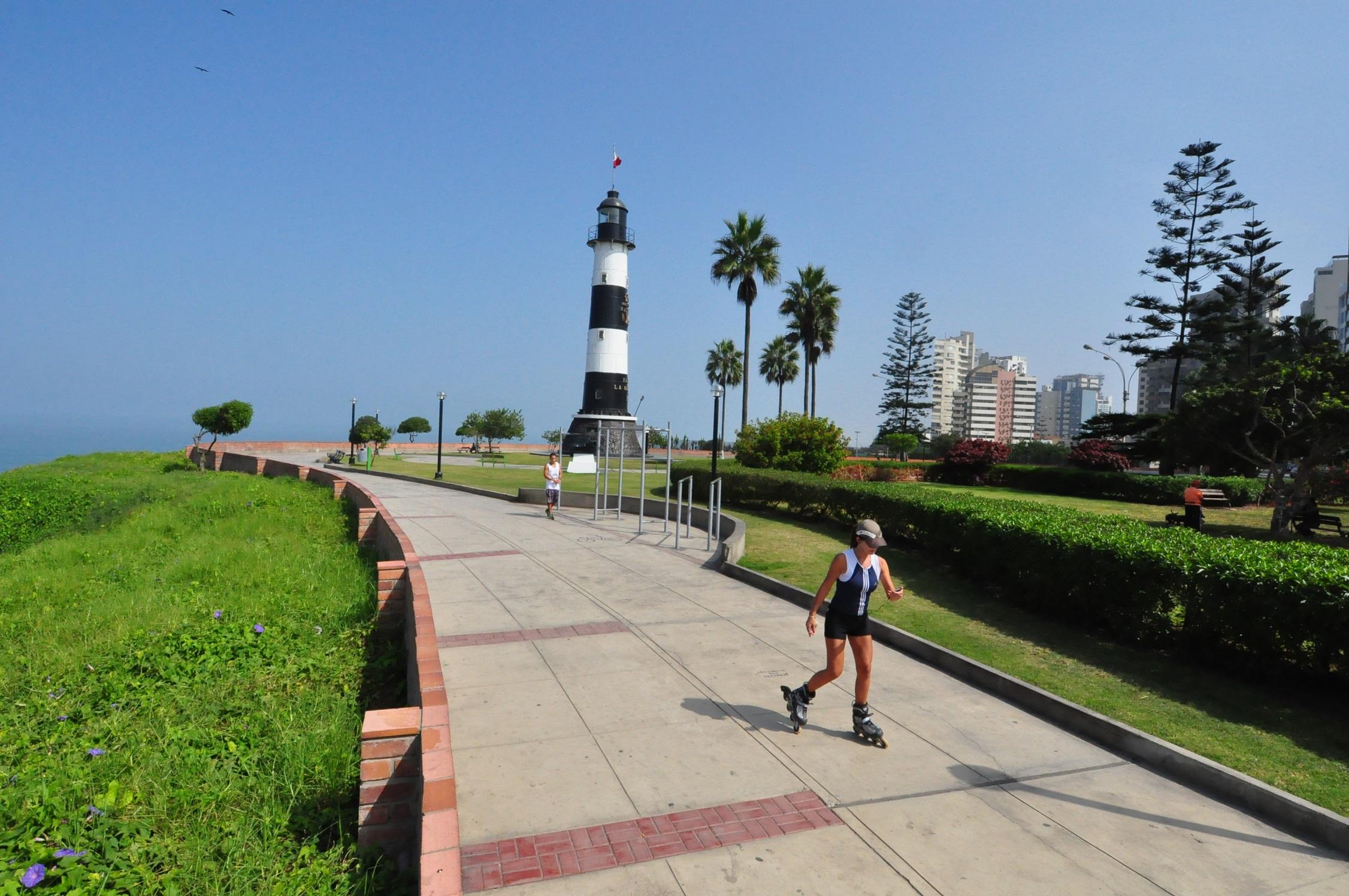 http://www.miraflores.gob.pe/Gestorw3b/files/img/9505-20625-parque-el-faro.jpg