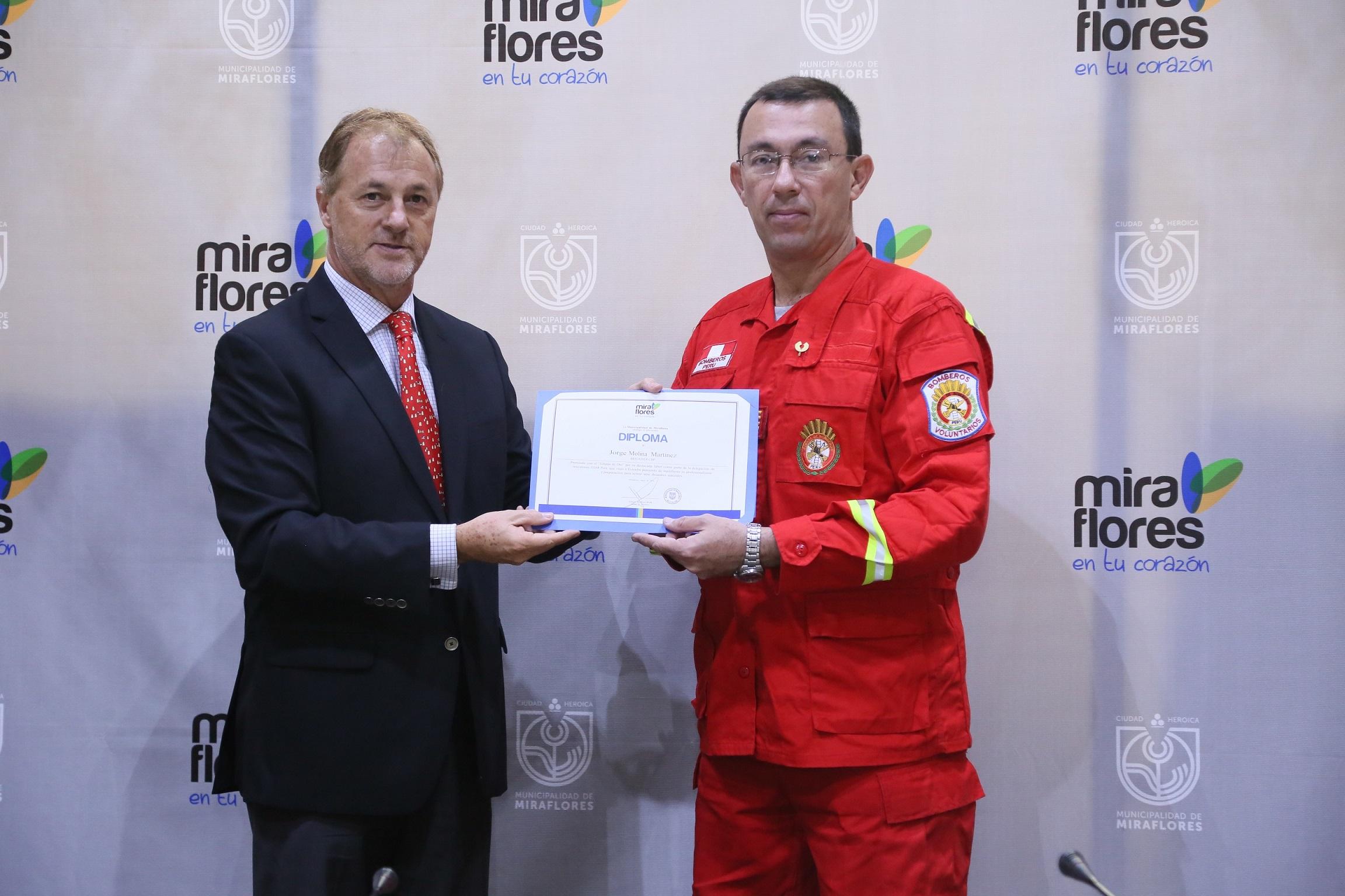 http://www.miraflores.gob.pe/Gestorw3b/files/img/9538-20718-bomberos-fueron-distinguidos-por-participar-de-las-laboers-de-rescate-tras-el-terremoto-en-ecuador.jpg