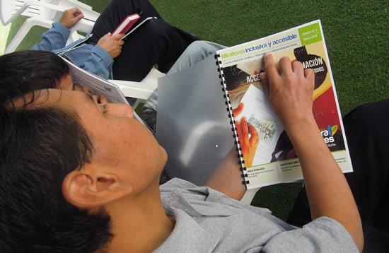 La revista braille se distribuye a organizaciones de personas con discapacidad
