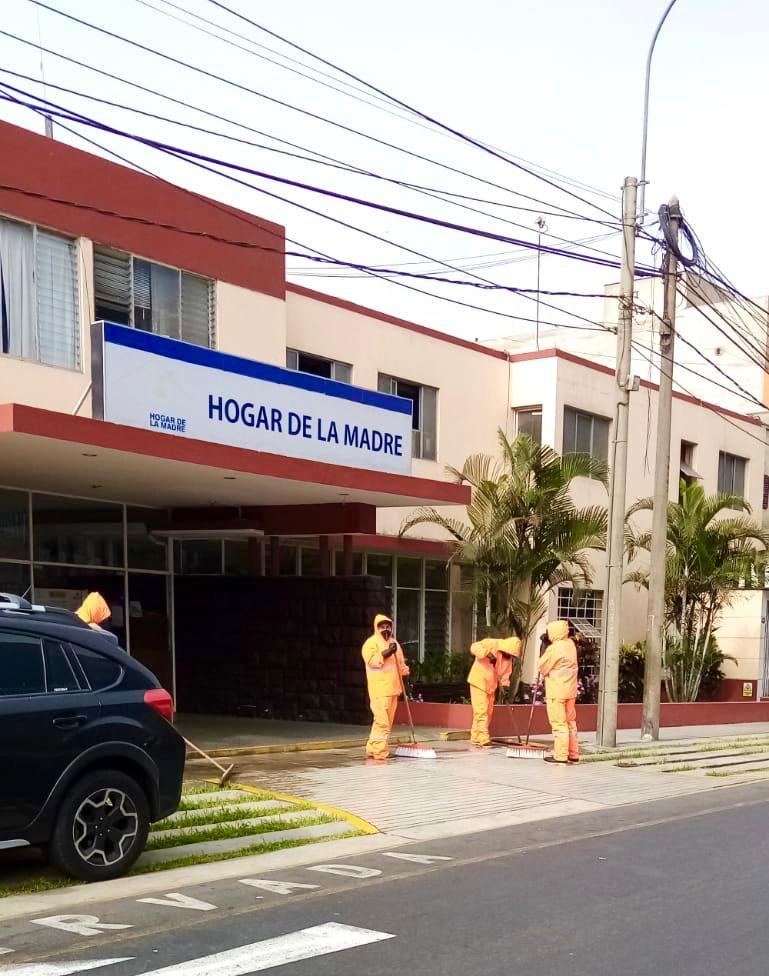 Municipalidad De Miraflores Desinfecto Exteriores De Hospitales Y